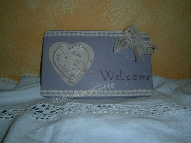 targhetta welcome con decorazioni in pasta modellabile gabrylea e  dipinta a mano