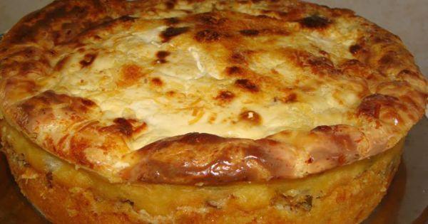 Massa:  - .2 xícaras (chá) de leite  - .1 xícara (chá) de óleo  - .4 ovos  - .3 xícaras (chá) de farinha de trigo  - .1 colher (sopa) de fermento em pó  - .4 colheres (sopa) de queijo parmesão ralado  - .1 colher (chá) de sal  -   - Recheio:  - .1 lata grande de sardinha em conserva de óleo escorrida  - .4 colheres (sopa) de óleo  - .1 cebola média picada  - .3 dentes de alho picados  - .2 tomates grandes picados  - .1/3 de xícara (chá) de azeitona verde picada  -   - ervilha a gosto  - .1…
