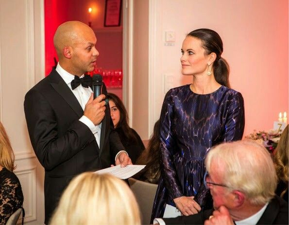 On November 18, 2016, Princess Sofia of Sweden attended a dinner in Stockholm, where there is an auction for the benefit of Project Playground. A hundred guests attended the dinner and a total of a million kroner aid was collected at the auction and the dinner. Project Playground is a Swedish nonprofit organization that works for children and young people for the purpose of enhancing sportive and social activities. Princess Sofia wore a dark blue By Malina Meryl dress at the donation dinner.