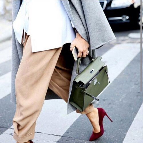 Coloured neutrals, grey duster coat, pink loose trousers, pointy heels, Green Hermes Kelly