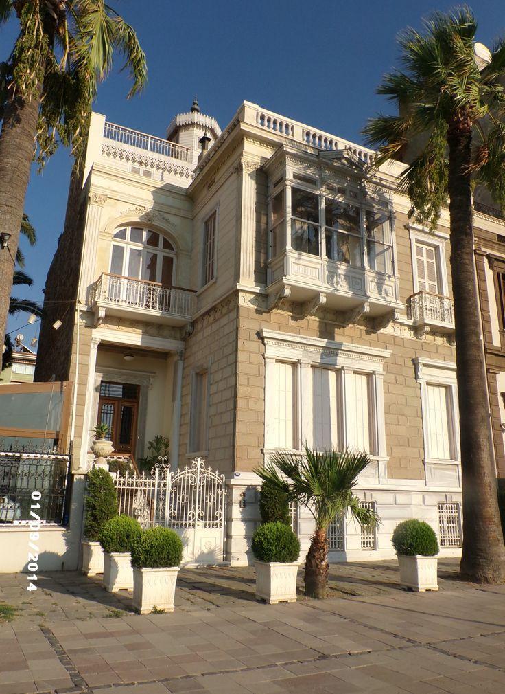 İzmir'in eski evleri.