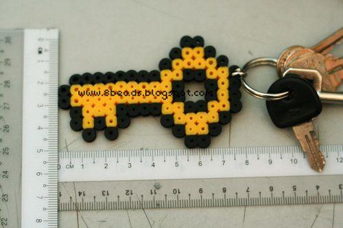 Kulcs a kulcstartóra - ha szeretnéd fokozni, készítsd el ezt vasalható gyöngyökből!   Rendelj alkotásodhoz díszdobozos gyöngyöket! http:// on.fb.me/1cc0O7O