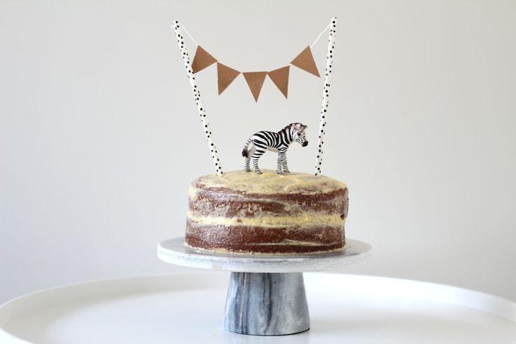 Vandaag deel ik een recept voor een taart zonder koemelk. Een koemelkvrije taart is bijvoorbeeld handig als je een koemelkallergie hebt.