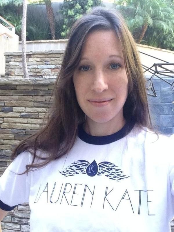 Lauren Kate con la maglietta della saga fallen ;-)