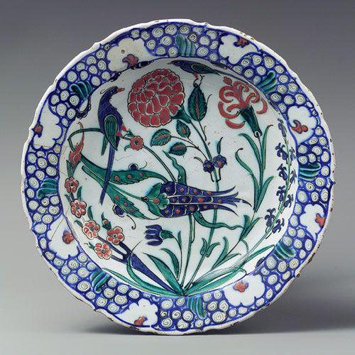 Dish depicting two birds among flowering plants, Ottoman period (ca. 1299–1923), ca. 1575–90 Turkey, Iznik