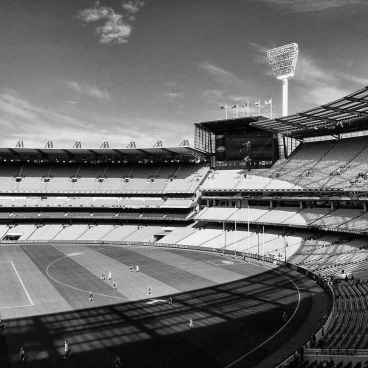 Happy @AFL Grand Final Day! Who's your tip? #AFLGF #hockingstuart