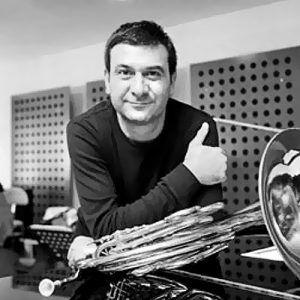 Hakan Ateş: Genel Sanat Yönetmeni http://ilhamverenler.com/hakan-ates-genel-sanat-yonetmeni/ (klasik müzik, konservatuar, müzik, müzisyen, orkestra, orkestrası, sanat, sanat yönetmeni, sanatçı, senfoni, sinema, sinema senfoni)