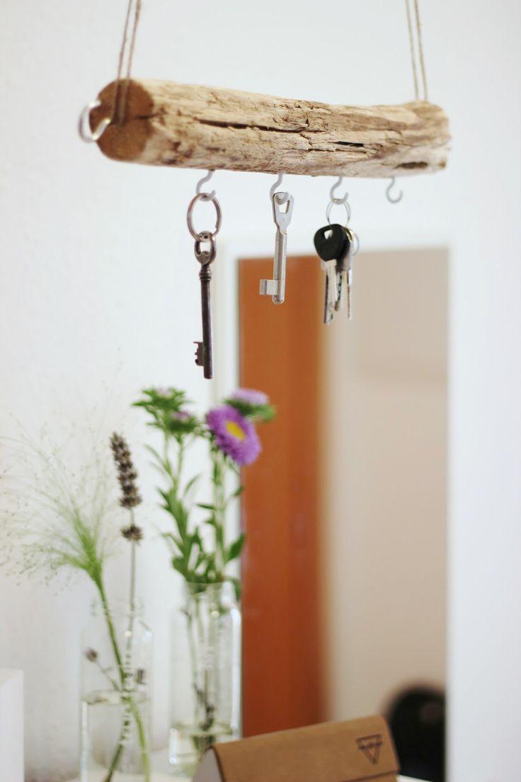 Ein frei schwebendes Schlüsselbrett aus Treibholz. Sieht toll aus!