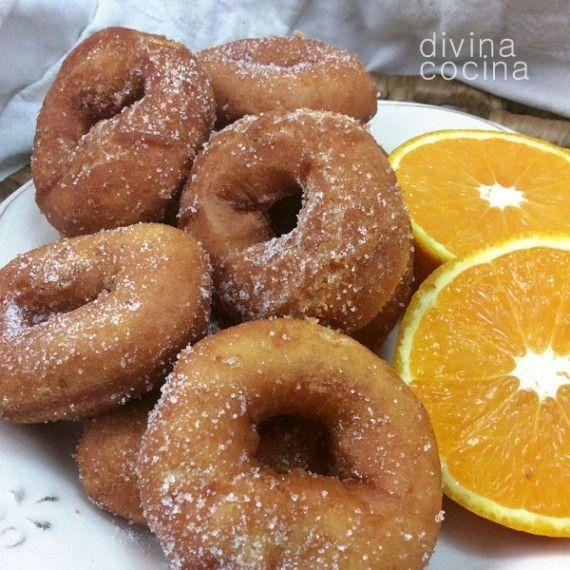 Esta receta de rosquillas de naranja es muy antigua, y proviene del Aljarafe sevillano. Las cantidades son para una bandeja grande de rosquillas, reduce las cantidades proporcionalmente si quieres hacer menos cantidad.