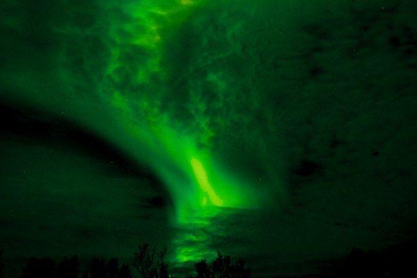 https://elpachinko.com/viajes-noruega/aurora-boreal-harstad/    El día que vi la mejor aurora boreal de mi vida en la Noruega Ártica (e intenté hacerle fotos)