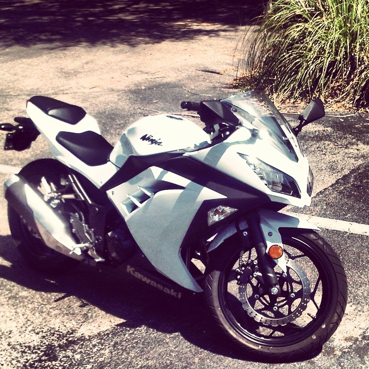 2013 Kawasaki Ninja 300 white and black perfection