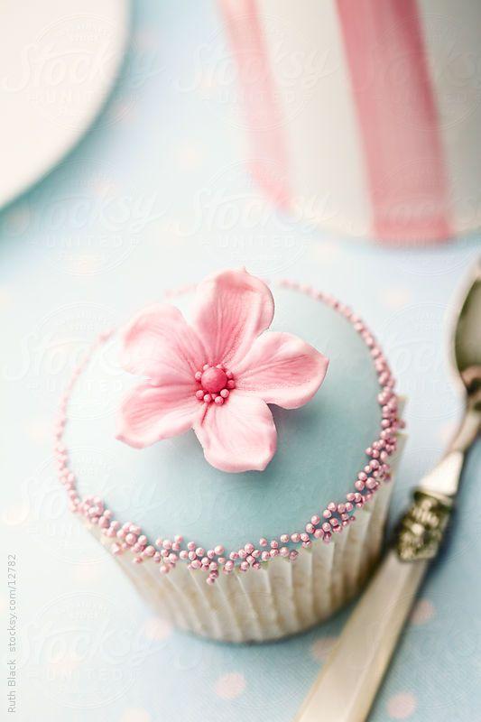 Flower cupcake by Ruth Black