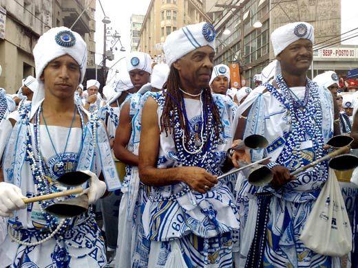 AFOXÉ FILHOS DE GANDHY  - traz a tradição da religião africana ritmada pelo agogô e cânticos de Ijexá.  O cortejo sai o Carnaval em Salvador e outras capitais do Brasil.  AFOXÉ GANDHY'S CHILDREN - brings the tradition of African religion by Agogo and rhythmic chants of Ijesha. The procession leaves the Carnival in Salvador and other capitals of Brazil