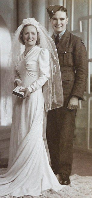 40s bride wedding dress found photo. Wedding day: Tom Bennett and wife Lillian in 1940