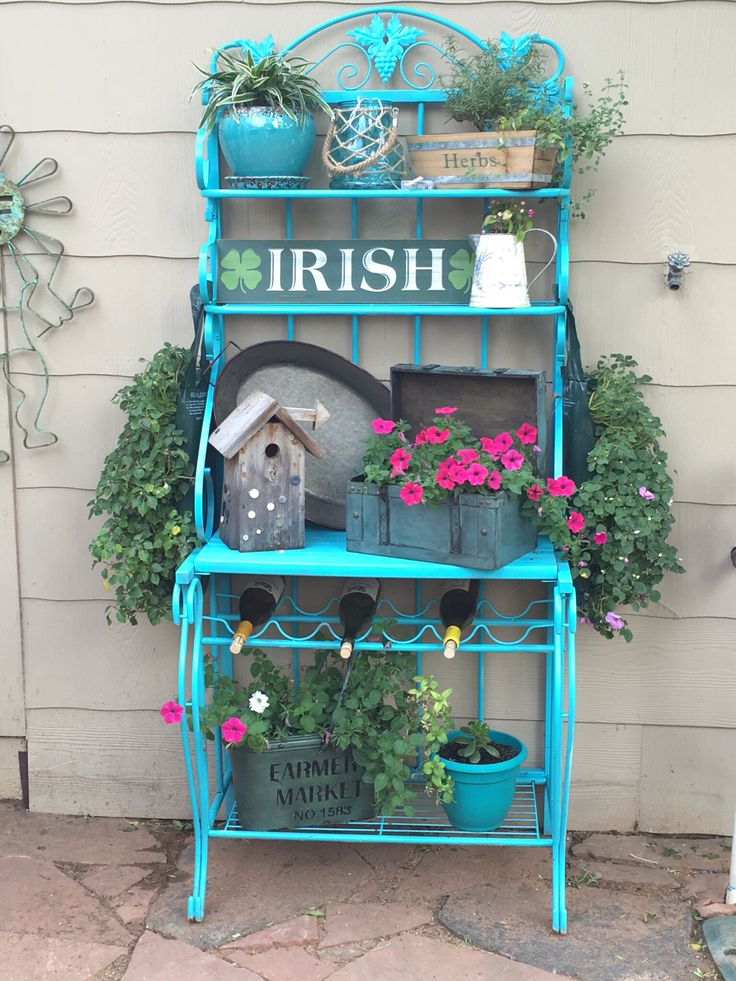 My friend Lee did a fabulous job repurposing this baker's rack.  Love it!