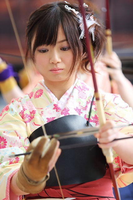 Young Women performing Kyodo at a Temple on there Coming of Age Day, 成人の日 Seijin no Hi #Japan #Sanju-sangen-do