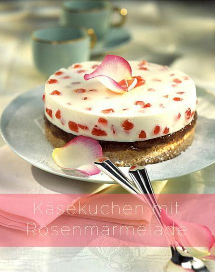 Ein Dessert der ganz besonderen Art - exquisit und außergewöhnlich. Cremig leichter Käsekuchen mit einer Füllung aus edlem Rosengelee und fruchtig süßer Rosenmarmelade, verziert mit wunderschönen Rosenblättern. Käsekuchen mit Rosenmarmelade: Zutaten für eine Springform (Ø 20cm)