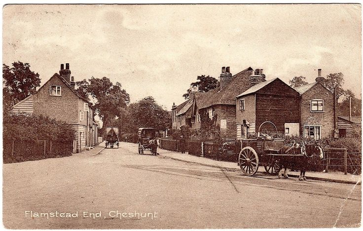 RARE POSTCARD HORSE DRAWN WAGONS-THATCHED ROOF HOUSE-FLAMSTEAD END-CHESHUNT 1913 | eBay