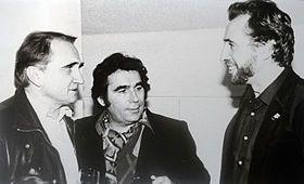 Claude Nougaro en compagnie de Michel Magne (gauche) et Bruno de Monés (droite)