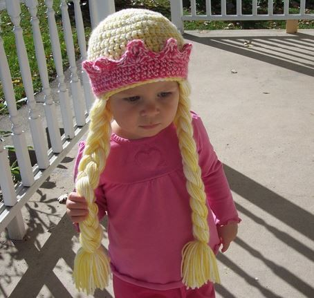 These Crochet Princess Hat and Braids look gorgeous and they're a FREE Pattern! Check out the different versions, you'll love them.
