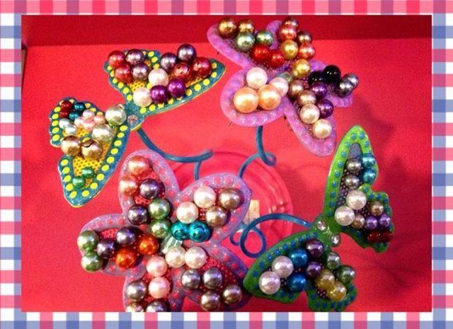 Bellos #zarcillos de perlas de colores para las niñas y mujeres que deseen estar a la #Moda, esto y mucho más lo consiguen en Miss Pink