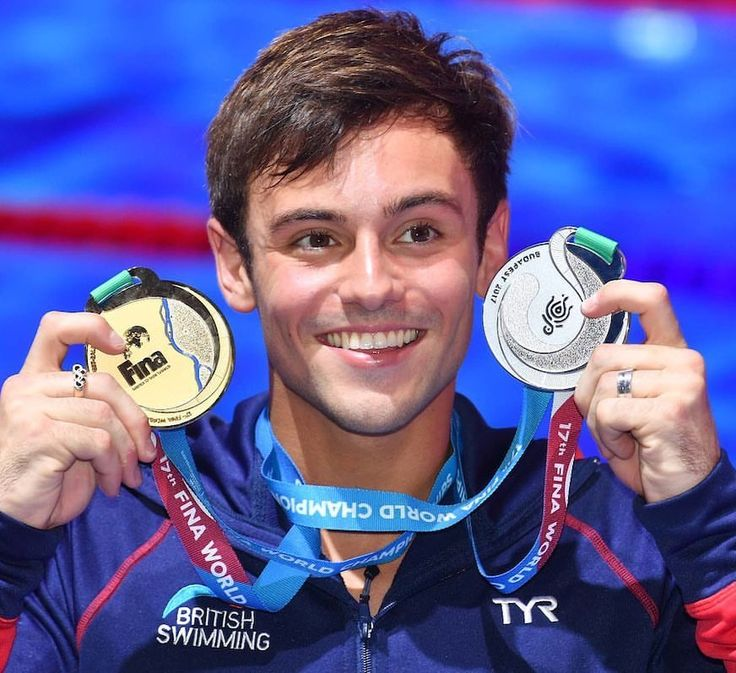 Great Britain's Tom Daley wins gold in the men's 10-meter platform and silver in the 3-meter synchronized diving events at the FINA World Swimming Championships. 🥇