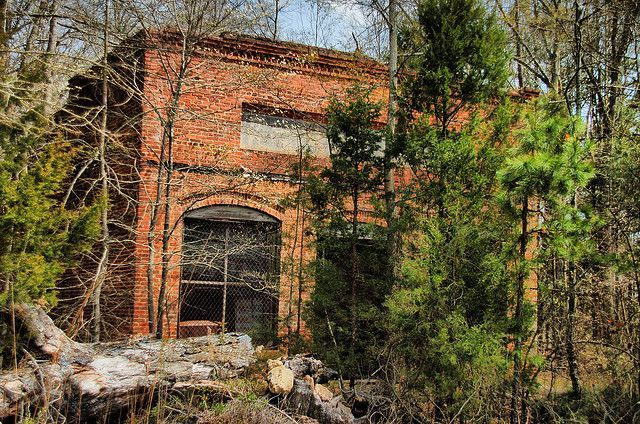Abandoned south carolina remains of bell 39 s store in the for Most haunted places in south carolina