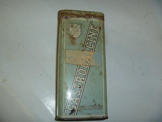 Rusty French Medicine Tin by JanniesJunkandJems on Etsy, €6.00
