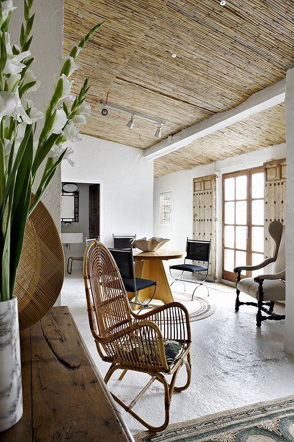 casual rustic elegance of Mediterranean Guest House, bamboo ceiling, rattan furniture, white, by Serge Castella