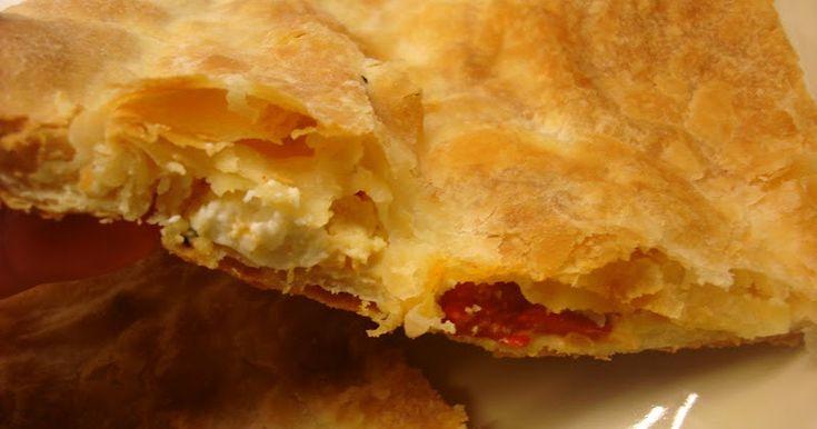 """Πιπεροπιτα μια νοστιμη πιτα με λιγα υλικα .. """" . Συστατικα για τη γεμιση ενα βαζακι πιπεριες φλωρινης ψιλοκομμενες 400 γραμ...."""