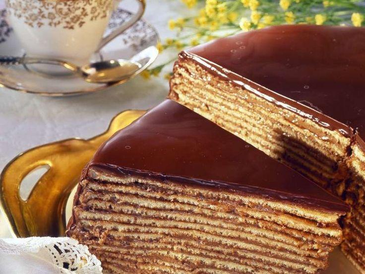 Prinzregententorte ist ein Rezept mit frischen Zutaten aus der Kategorie Schokoladenkuchen. Probieren Sie dieses und weitere Rezepte von EAT SMARTER!