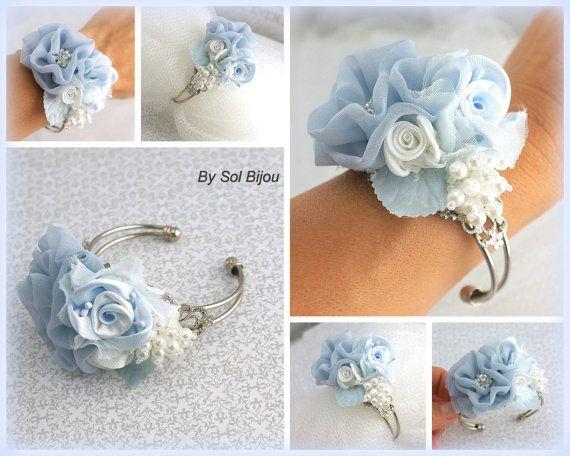 Ramillete de la muñeca polvo azul serenidad azul blanco