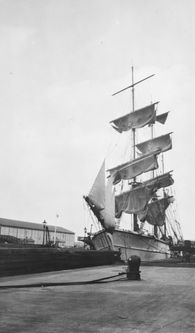 Millwall Docks:  The barque 'Loch Linnhe' drying sails in July, 1930. www.bkduncan.com