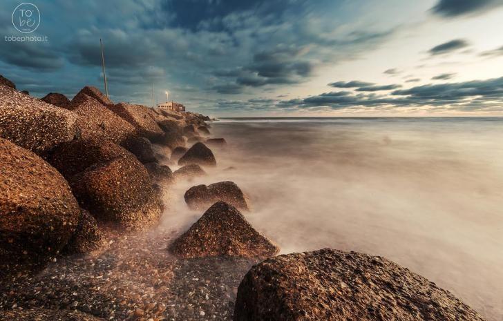 Obiettivo Pesaro: alba al molo http://vivere.biz/apUQ