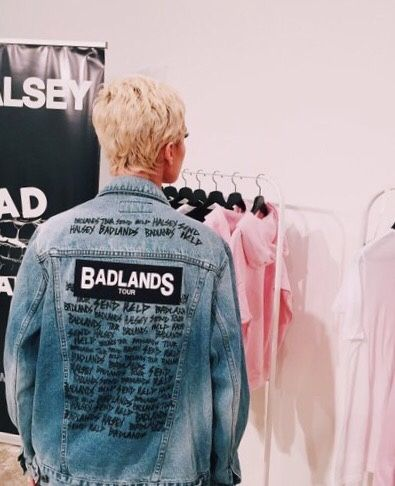 Halsey at the Chicago POP-UP shop