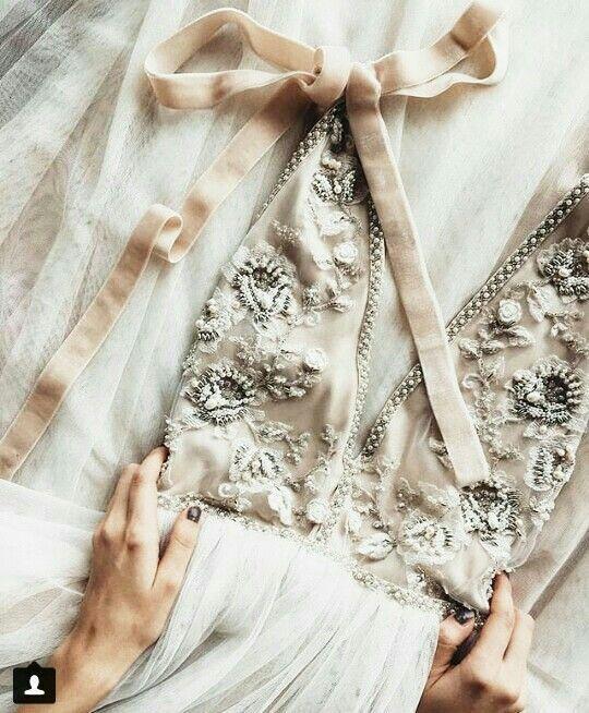 Baby Girl Dress: Bride Assistant … vielleicht bei Ackermans mit kleinen Verzierungen