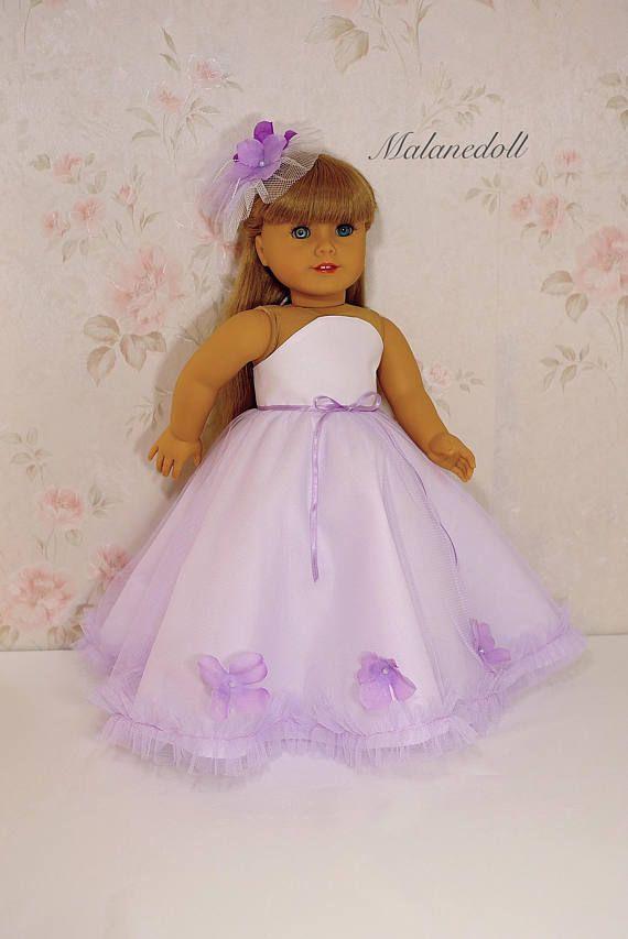 Lila Blume Prinzessin Kleid passt 18 Zoll Puppe Produkt enthält: -langes Kleid -Unterrock -Haarnadel * Puppe und weitere Accessoires sind nicht enthalten. Passend für American Girl und andere 18-Zoll-weichhäutigen Puppen. Hinweis: In keiner Verbindung mit der American Girl Puppe Firma