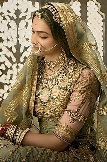 Deepika Padukone, Padmaavat, 2018. | Rajputi dress, Indian ...