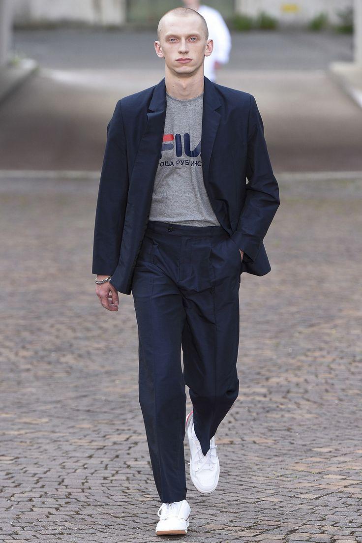 Gosha Rubchinskiy Spring 2017 Menswear Fashion Show 포켓 라운드에 지누이도로 스티치