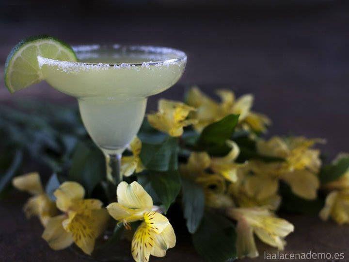 Prepara la auténtica receta de margarita tradicional con Thermomix, a base de tequila, licor de naranja, jugo de limón o lima y hielo.
