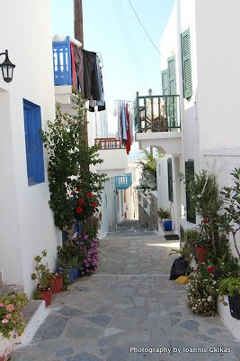 Of quaint little alleys in Mandraki on the island of Nisyros |Discovering Kos and the surrounding islands http://www.discoveringkos.com/2013/09/of-quaint-little-alleys-in-mandraki-on.html