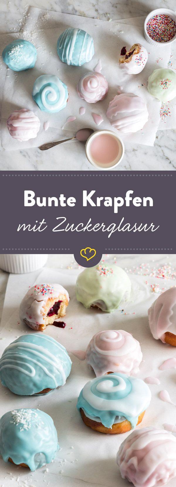 Warum nur mit Puderzucker bestreuen wenn es auch bunten Zuckerguss gibt? Diese klassisch gefüllten Berliner mit Pastellhäubchen wirst du lieben.