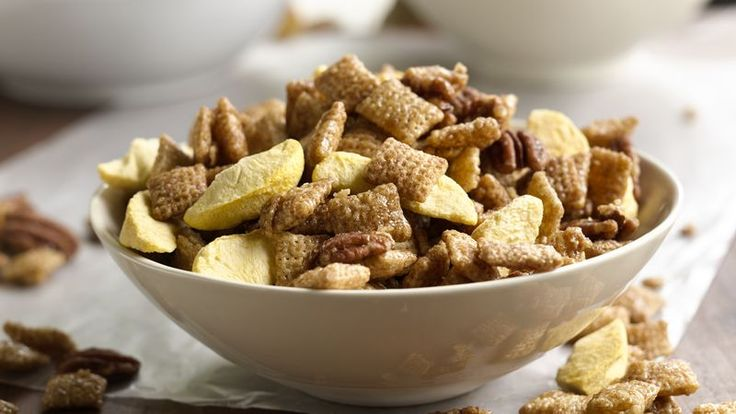 Peach cobbler flavors in an easy Chex® party mix.