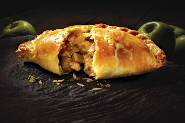 A+Cornish+pasty,+is+a+baked+pastry,+a+traditional+variety+of+which+is+particularly+associated+with+Cornwall,+the+westernmost+county+in+England.