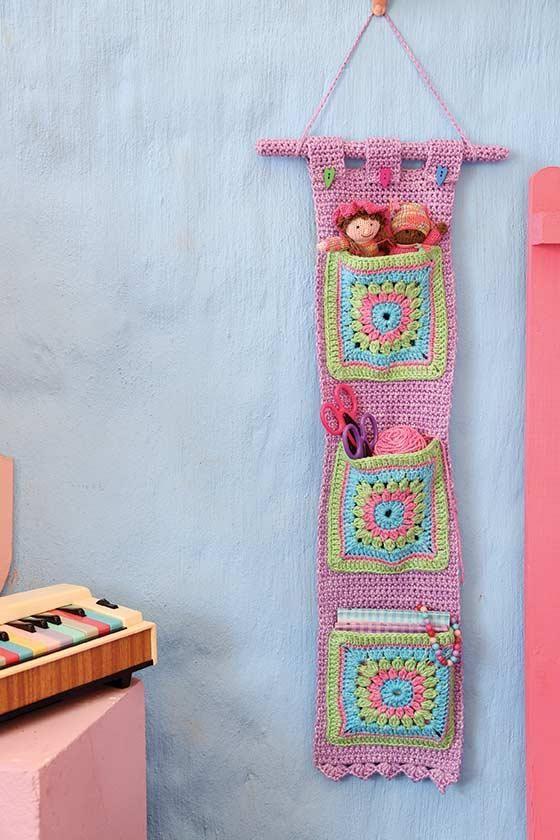 Moeilikheidsgraad: *  Benodigdhede • Colours of Grace Aran (50 g-balle): 4 balle Lilac, 1 bal elk Mint, Turquoise en Candy (beskikbaar by www.yarninabarn.co.za of...