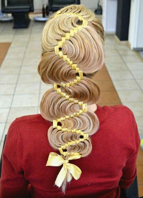 el peinado con una trenza en la cinta
