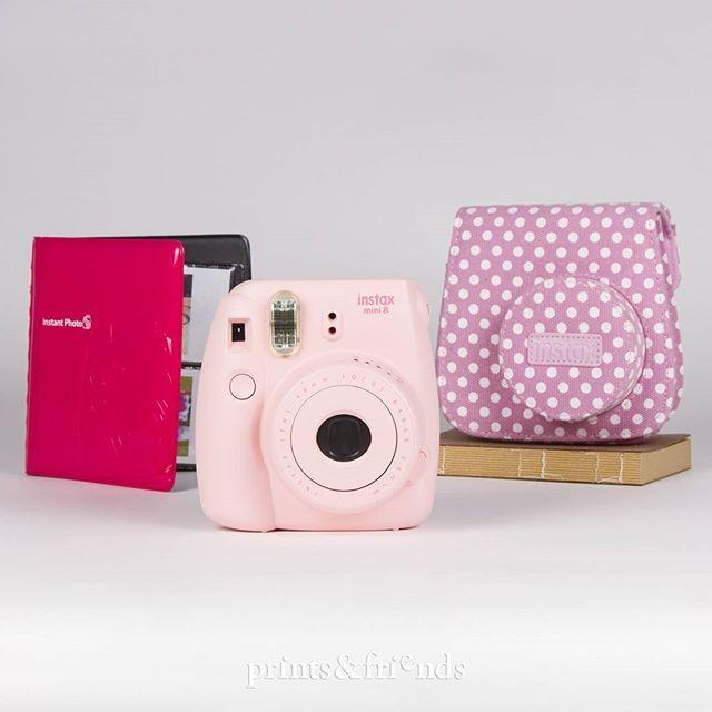 ¡Todo al rosa! Porque con este juego de cámara Fuji, funda de topos y mini álbum, perder no es una opción.  #instaxmini #regalos #regals #fotografia #fotos #recuerdos #fuji #polaroid #printsandfriends #barcelona #valencia #malaga #girona #cornella #vic #vendrell #tarragona #printsandjoy #catalunya