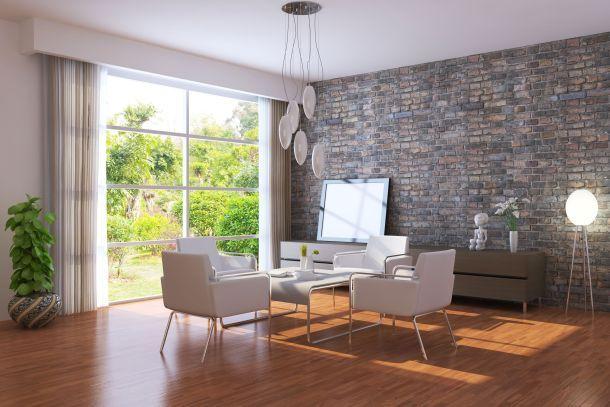 Bodentiefe Fenster und Fenstertüren lassen viel Licht und Wärme in den Raum.