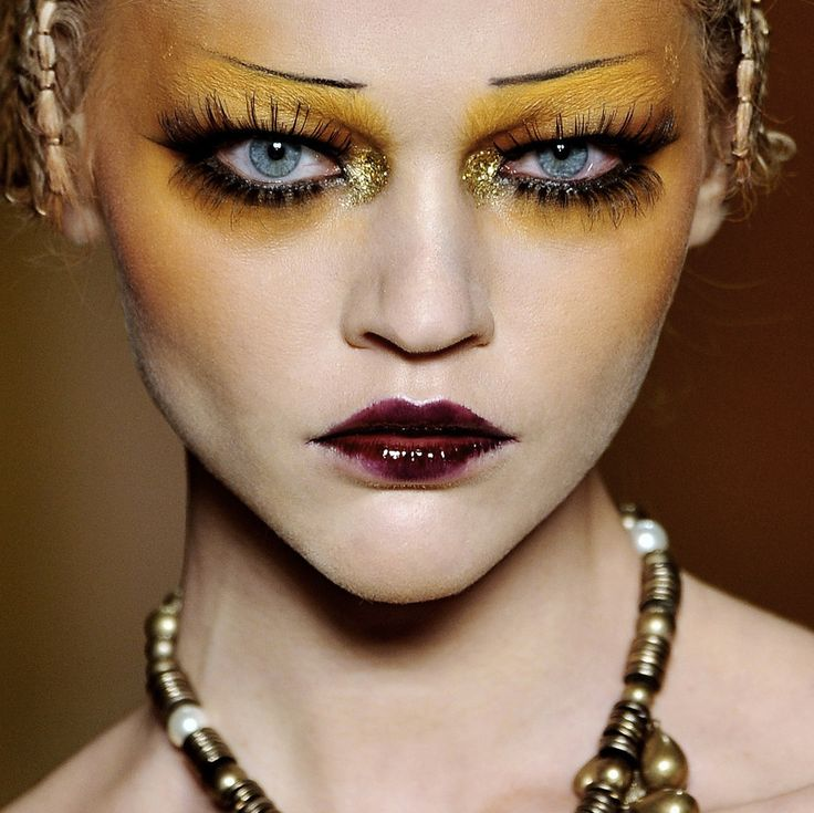 Christian Dior Fall 2009 RTW  ***gorgeous colours and love the contrast between the dark lips and yellow eyeshadow ***