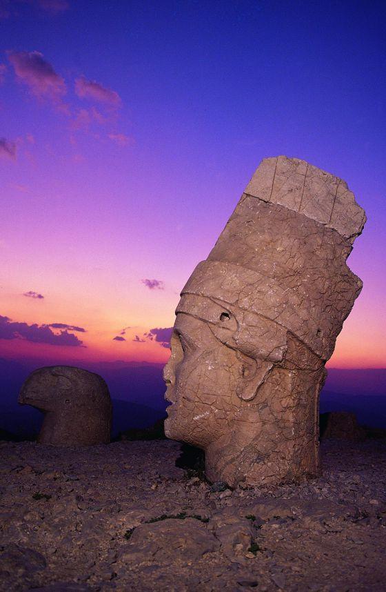Cabezas gigantes en Anatolia.- Turquía